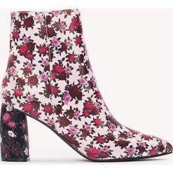 Botki damskie: NA-KD Shoes Botki we wzory na średnim obcasie – Pink