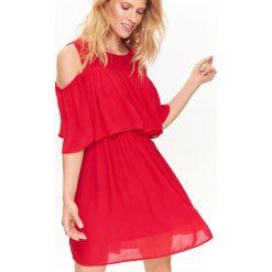 SUKIENKA DAMSKA Z FALBANĄ, COLD SHOULDER. Czerwone sukienki balowe marki Top Secret, na jesień. Za 54,99 zł.