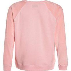 Abercrombie & Fitch MIX CREW  Bluza pink. Czerwone bluzy chłopięce Abercrombie & Fitch, z bawełny. Za 159,00 zł.