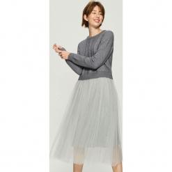 Sukienka z długimi rękawami - Jasny szar. Szare sukienki z falbanami Sinsay, l, z długim rękawem. Za 119,99 zł.