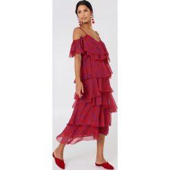 NA-KD Boho Sukienka midi z wycięciami na ramionach - Red. Niebieskie sukienki boho marki NA-KD Boho, na imprezę, w koronkowe wzory, z koronki, na ramiączkach, mini. W wyprzedaży za 97,18 zł.