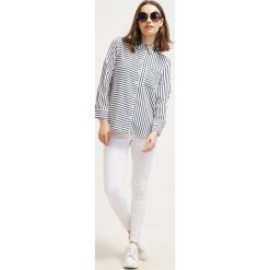 Boyfriendy damskie: Topshop Petite JONI Jeans Skinny Fit white