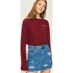Sweter z haftowanym napisem - Fioletowy. Fioletowe swetry klasyczne damskie Sinsay, l. Za 39,99 zł.