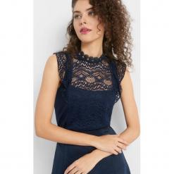Koszulka z koronki. Niebieskie bluzki koronkowe marki Orsay, xs, ze stójką, z krótkim rękawem. Za 79,99 zł.