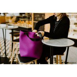 Torebki klasyczne damskie: torebka filcowa fioletowa