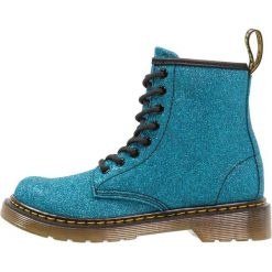 Dr. Martens DELANEY Botki sznurowane laser lake blue. Niebieskie buty zimowe damskie Dr. Martens, z materiału, na sznurówki. Za 419,00 zł.