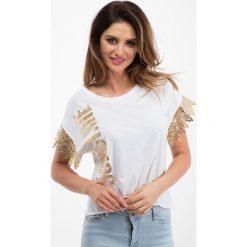 Biały t-shirt ze złotą koronką 21538. Białe t-shirty damskie Fasardi, l, w koronkowe wzory, z koronki. Za 29,00 zł.