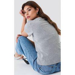 NA-KD Basic T-shirt z dekoltem V - Grey. Różowe t-shirty damskie marki NA-KD Basic, z bawełny. Za 52,95 zł.
