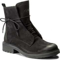 Botki CARINII - B4030 360-000-POL-C48. Czarne buty zimowe damskie Carinii, z nubiku, na obcasie. W wyprzedaży za 289,00 zł.