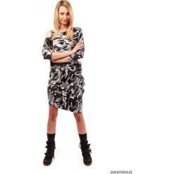 Sukienka MORO LOOK. Szare sukienki asymetryczne Pakamera, moro, z asymetrycznym kołnierzem, mini. Za 225,00 zł.