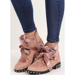 Różowe Botki Selenology. Czerwone buty zimowe damskie marki Born2be, z weluru, ze szpiczastym noskiem, na niskim obcasie, na obcasie. Za 129,99 zł.