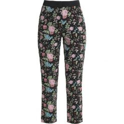 Sisley FLORAL PRINT CIGARETTE Spodnie materiałowe black. Czarne chinosy damskie Sisley, z bawełny. Za 399,00 zł.