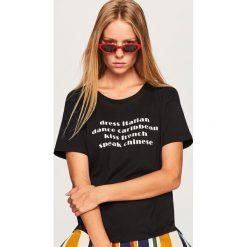T-shirt z napisem - Czarny. Czarne t-shirty damskie marki Reserved, m, z napisami. Za 19,99 zł.