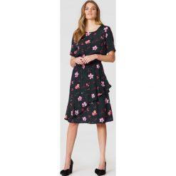 Sukienki hiszpanki: Just Female Sukienka Olivia – Multicolor