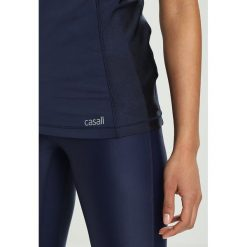 Casall HIGH NECK TANK Top hero blue. Niebieskie topy sportowe damskie Casall, z elastanu. Za 209,00 zł.