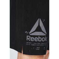 Reebok - Szorty. Szare spodenki sportowe męskie marki Reebok, l, z dzianiny, z okrągłym kołnierzem. W wyprzedaży za 159,90 zł.