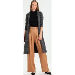 Płaszcze damskie pastelowe: Springfield ABRIGO LARGO CIRCULAR Krótki płaszcz greys
