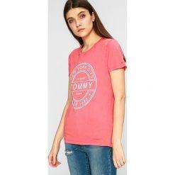 Tommy Jeans - Top. Szare topy damskie marki Tommy Jeans, l, z dzianiny, z podwyższonym stanem, dopasowane. W wyprzedaży za 119,90 zł.