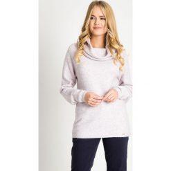 Ciepły sweter z dużym kołnierzem QUIOSQUE. Brązowe swetry klasyczne damskie QUIOSQUE, na zimę, z jeansu, z klasycznym kołnierzykiem. W wyprzedaży za 119,99 zł.