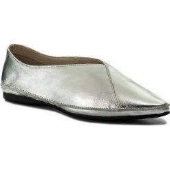 Półbuty VAGABOND - Antonia 4513-083-83 Silver. Szare półbuty damskie skórzane marki Vagabond, na płaskiej podeszwie. W wyprzedaży za 249,00 zł.