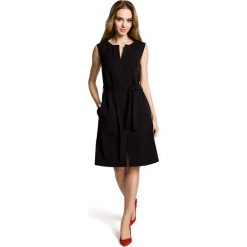 SOLANA Sukienka bez rękawów z plisą po środku i z paskiem - czarna. Czarne sukienki Moe, z podwójnym kołnierzykiem, bez rękawów, plisowane. Za 159,90 zł.