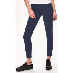 Bawełniane legginsy - Granatowy. Białe legginsy marki Sinsay, l, z napisami. Za 19,99 zł.