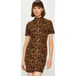 Answear - Sukienka Animal Me. Brązowe sukienki dzianinowe marki ANSWEAR, na co dzień, l, casualowe, z krótkim rękawem, mini, dopasowane. Za 99,90 zł.