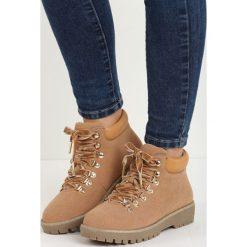 Camelowe Traperki Bad Romance. Czerwone buty zimowe damskie marki Reserved, na niskim obcasie. Za 74,99 zł.