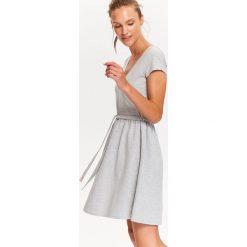 Sukienki: KOPERTOWA, TALIOWANA SUKIENKA.