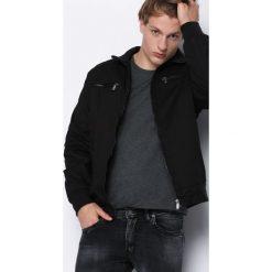 Czarna Kurtka Here's To Us. Czarne kurtki męskie marki Born2be, l, z aplikacjami, z dresówki. Za 129,99 zł.