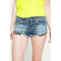 Superdry - Szorty. Szare szorty jeansowe damskie marki Superdry, l, z nadrukiem, z okrągłym kołnierzem. W wyprzedaży za 99,90 zł.