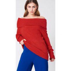 NA-KD Szeroki sweter z odkrytymi ramionami - Red. Szare swetry klasyczne damskie marki NA-KD, z bawełny, z podwyższonym stanem. Za 60,95 zł.