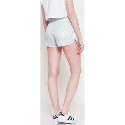 Adidas Originals - Szorty. Szare spodenki sportowe męskie adidas Originals, s, z materiału. W wyprzedaży za 79,90 zł.