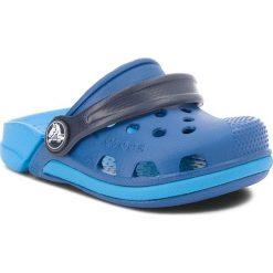 Klapki CROCS - Electro III Clog K 204991 Blue Jean/Ocean. Niebieskie sandały chłopięce Crocs, z tworzywa sztucznego. Za 129,00 zł.