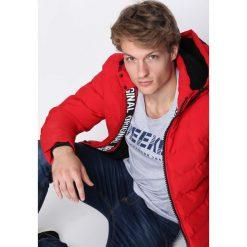 Czerwona Kurtka All Things Go. Czerwone kurtki męskie pikowane marki Born2be, na zimę, m, z dresówki. Za 179,99 zł.