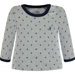 Koszulka w kolorze szarym. Białe bluzki dziewczęce bawełniane marki Marc O'Polo Junior, z nadrukiem, z okrągłym kołnierzem, z długim rękawem. W wyprzedaży za 49,95 zł.