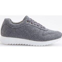 Sportowe buty - Jasny szar. Białe buty sportowe damskie marki Reserved, na wysokim obcasie. Za 139,99 zł.