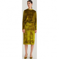 Welurowa sukienka ReDesign - Złoty. Żółte sukienki marki Ivyrevel, z poliesteru, z długim rękawem, maxi. Za 399,99 zł.