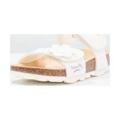 Superfit FUSSBETTPANTOFFEL Sandały weiß. Białe sandały chłopięce marki Superfit, z materiału. Za 149,00 zł.