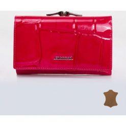 Portfele damskie: Lakierowany portfel z tłoczonym wzorem