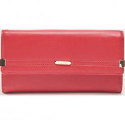 Portfel z ozdobnymi detalami - Czerwony. Czerwone portfele damskie marki House. Za 45,99 zł.
