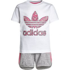 Adidas Originals SET Spodnie treningowe white/multicolor. Czerwone spodnie chłopięce marki adidas Originals, z bawełny. Za 149,00 zł.