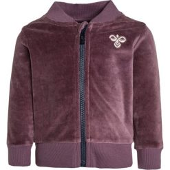 Hummel BABY JACKET  Bluza rozpinana purple. Fioletowe bluzy dziewczęce rozpinane marki Hummel, z bawełny. Za 149,00 zł.