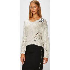 Guess Jeans - Sweter. Szare swetry klasyczne damskie Guess Jeans, l, z bawełny. Za 399,90 zł.