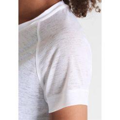 Casall Tshirt basic white. Białe t-shirty damskie Casall, z poliesteru. W wyprzedaży za 143,20 zł.