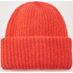 Czapka - Czerwony. Szare czapki zimowe damskie marki House, l, z dzianiny. Za 39,99 zł.