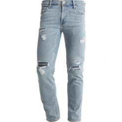 Abercrombie & Fitch LIGHT DESTROY Jeansy Slim Fit ripped light wash. Niebieskie rurki męskie Abercrombie & Fitch. Za 409,00 zł.