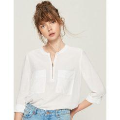 Bluzki damskie: Bluzka z zamkiem - Biały