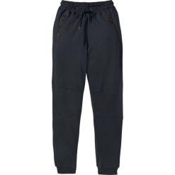 Spodnie dresowe Slim Fit bonprix czarny. Czarne rurki męskie bonprix, z aplikacjami, z dresówki. Za 79,99 zł.