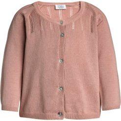 Hust & Claire CARDIGAN BABY Kardigan desert red. Czerwone swetry chłopięce Hust & Claire, z bawełny. Za 149,00 zł.